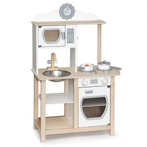 Large Noble Kitchen with Accessories